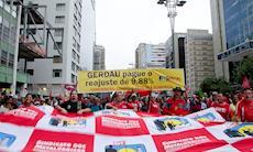 Ato contra o impeachment reuniu milhares de pessoas em São Paulo