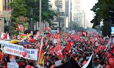 Manifestação na Paulista leva 500 mil às ruas em favor da democracia