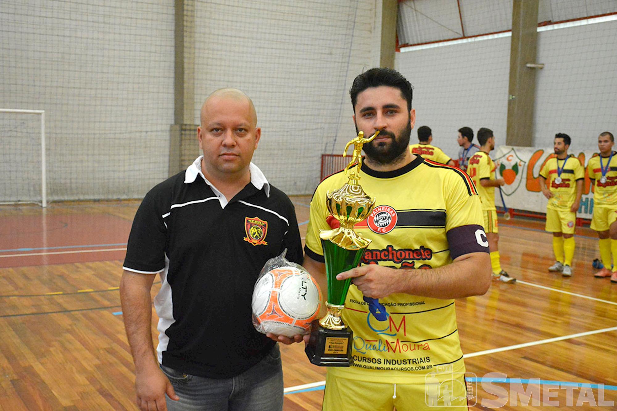 Final da 12ª Taça Papagaio do SMetal. À direita Capitão do time SKinão. À esquerda, Alessandro Pereira Oliveira, dirigente sindical, ,