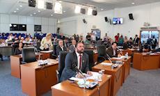 Por unanimidade, vereadores rejeitam pedido de cassação de Crespo