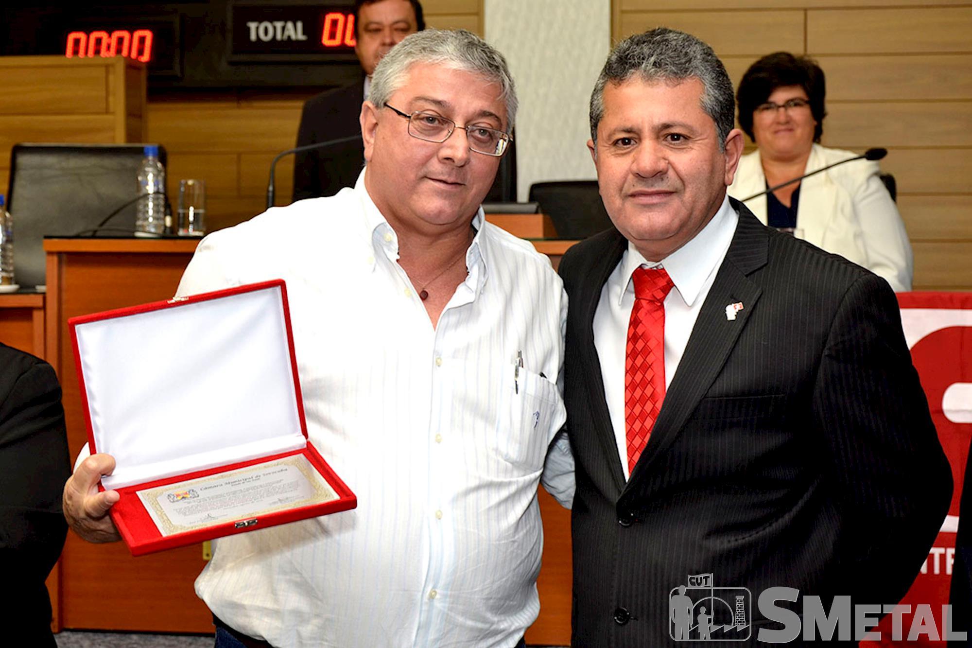 O ex-presidente do Sindicato dos Metalúrgicos,  Carlos Roberto de Gáspari,  foi um dos homenageados na Sessão Solene presidida por Izídio, Sessão Solene na Câmara de Sorocaba comemora 30 anos de CUT