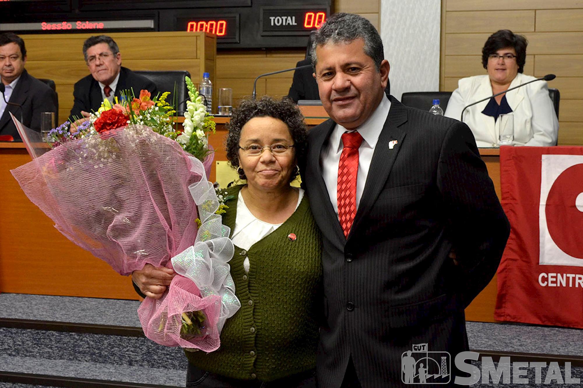 Lúcia Gonçalves,  da subsede da CUT em Sorocaba,  foi homenageada pelo vereador Izídio, Sessão Solene na Câmara de Sorocaba comemora 30 anos de CUT