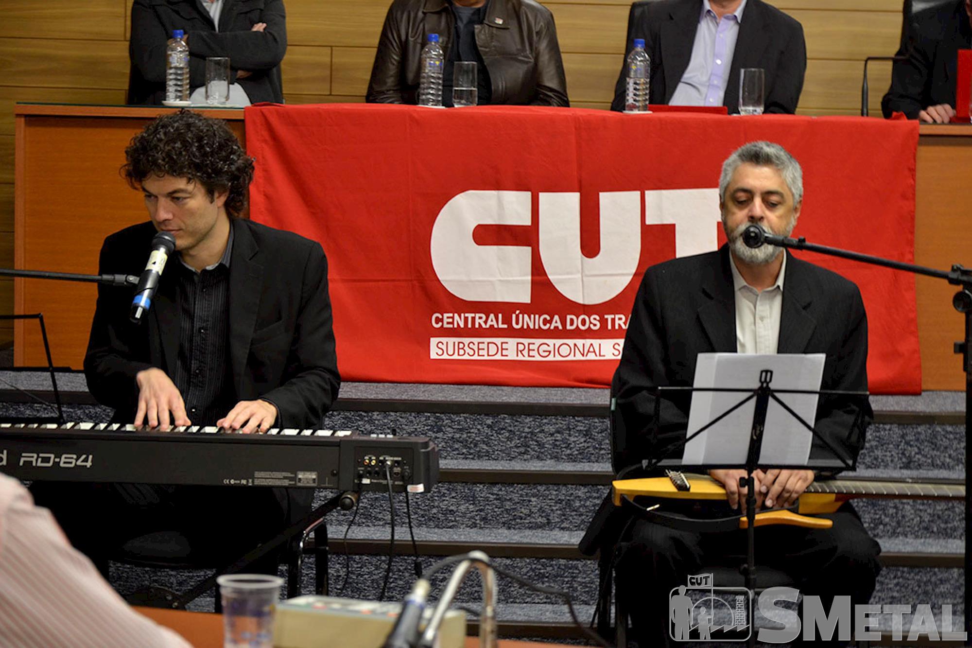 Os músicos João Leopoldo e Marcos Boi interpretaram canções brasileiras que falam sobre resistência,  esperança e sonhos, Sessão Solene na Câmara de Sorocaba comemora 30 anos de CUT