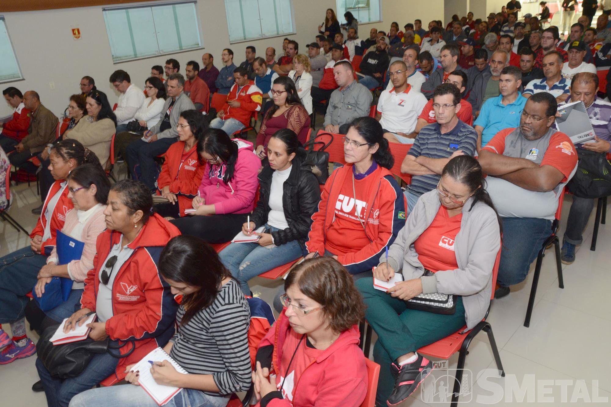 Pochmann destaca as novas configurações da classe trabalhadora em palestra no SMetal