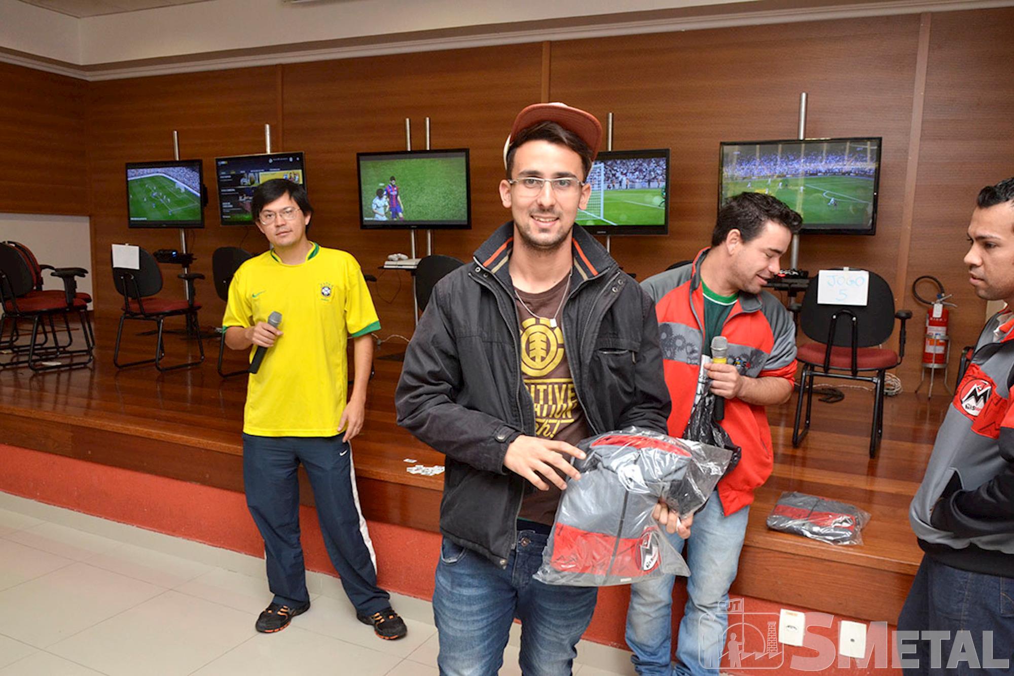 Estudante Jean Ferreira é campeão do Futgame