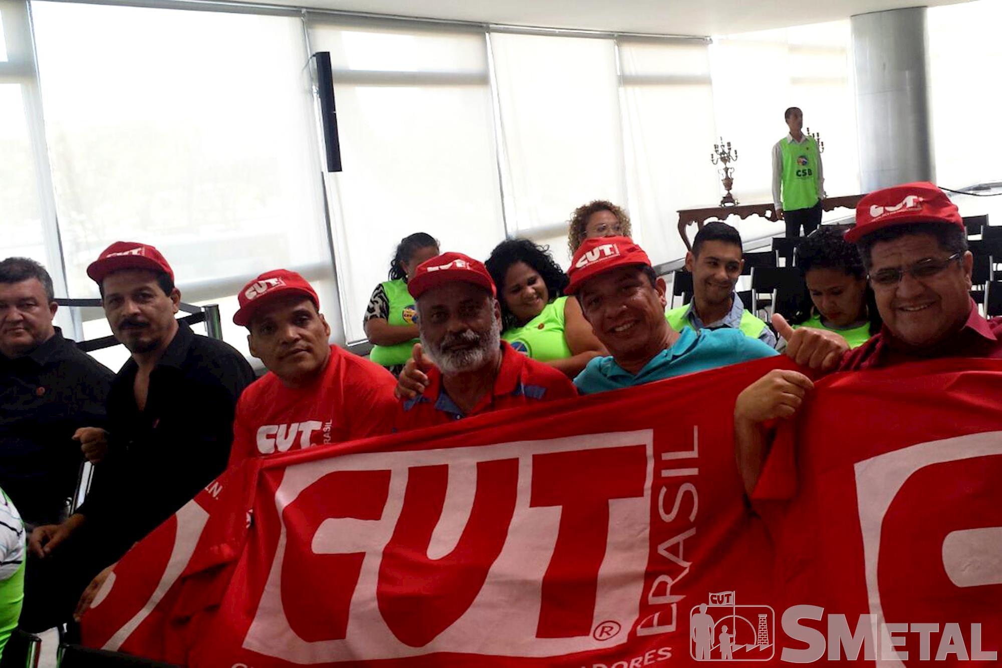 O diretor do SMetal e secretário da FEM,  Carpinha (à direita),  participou do evento,  em Brasília, Movimentos sociais se reúnem com Dilma e reafirmam apoio à democracia