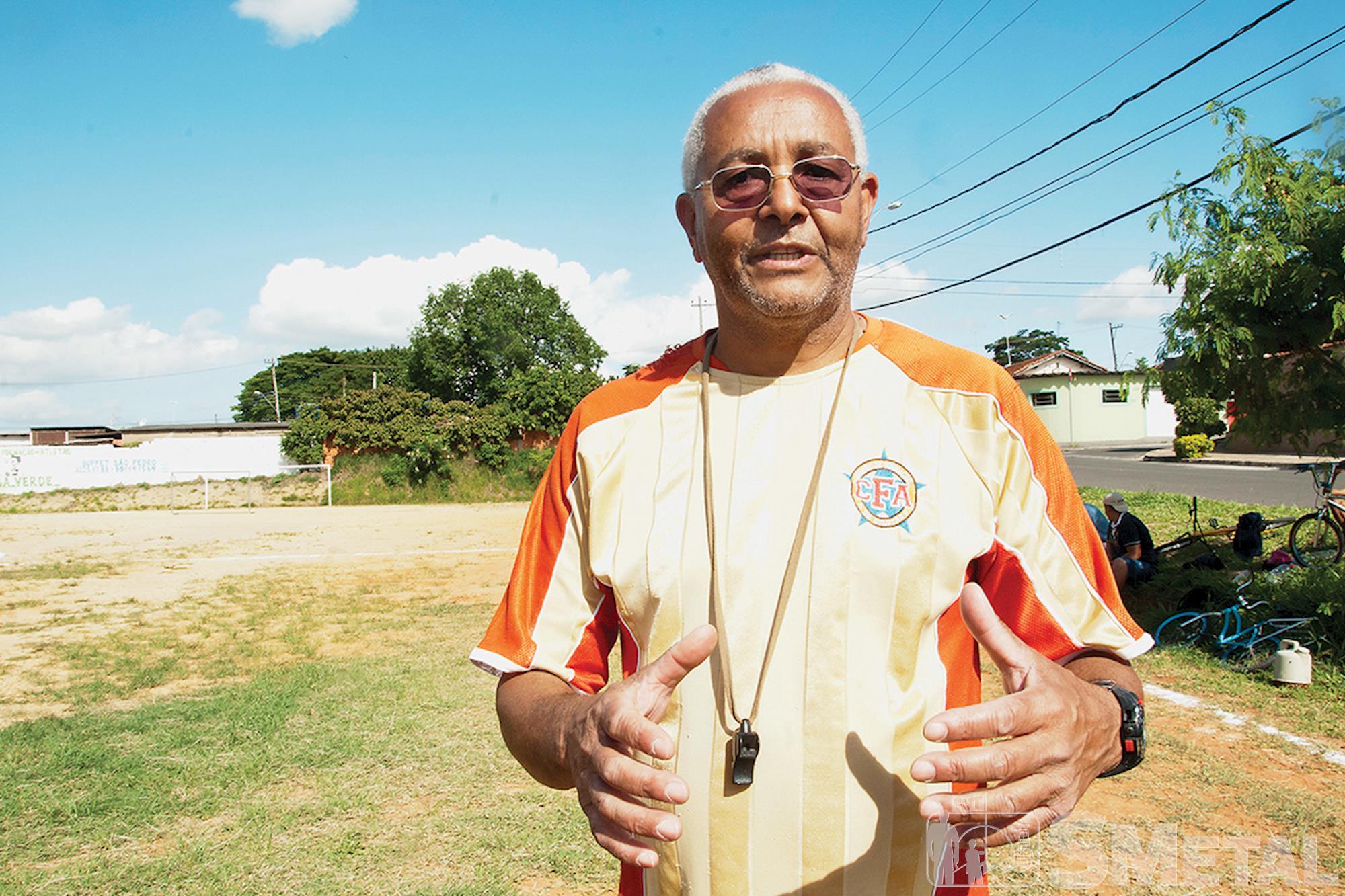 Sérgio é presidente da Associação Dente de Leite e mantém a escolinha gratuita de futebol Casa Verde,  em Aparecidinha, Futebol de base: O futuro quer ser visto agora