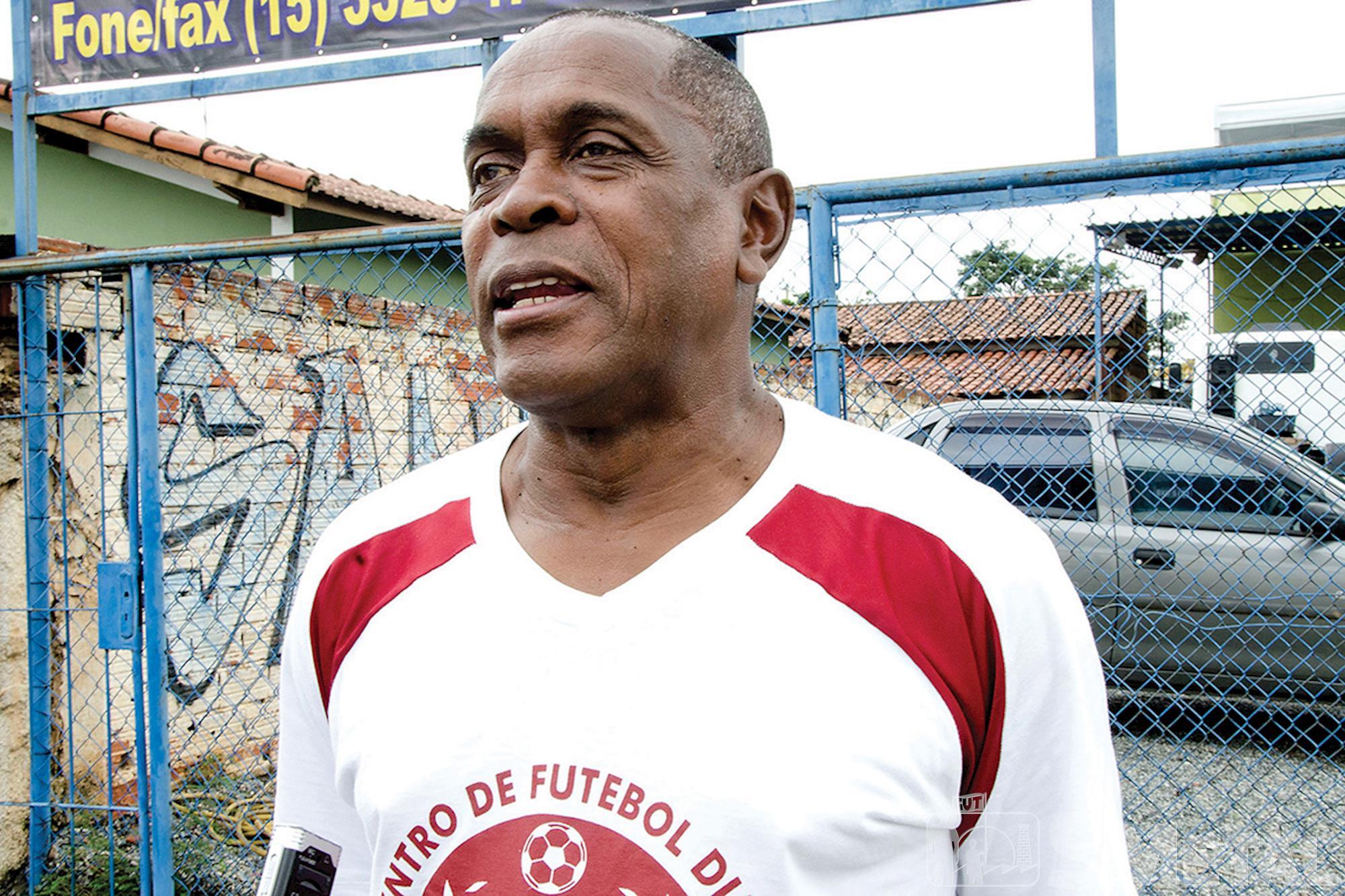 Dimas,  dono da escolinha CF Dimas,  na década de 70 jogou como ponta direita em clubes como Bragantino,  Ituano,  Portuguesa Santista e São Bento, Futebol de base: O futuro quer ser visto agora