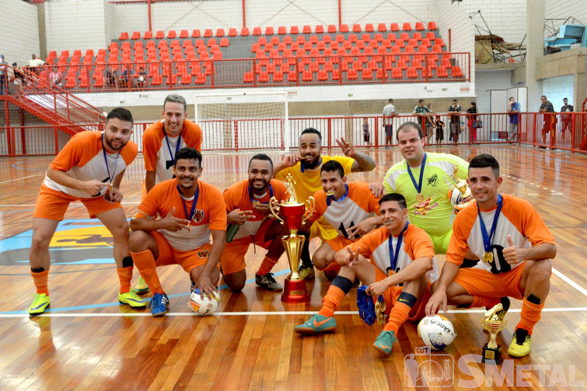Equipe Desmaia Corpo é campeã da Taça Papagaio de Futsal