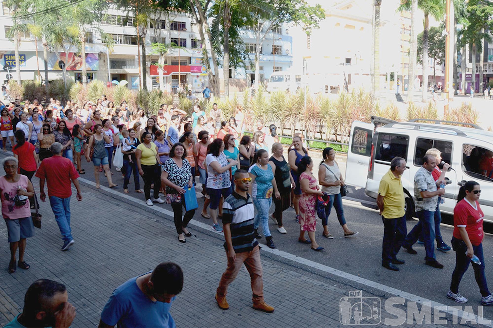 Merendeiras da terceirizada ERJ realizaram diversos protestos devido à falta de pagamento dos salários e continuam desamparadas após contratação de no, Para presidente do BAS é preciso dar mais atenção à qualidade da merenda