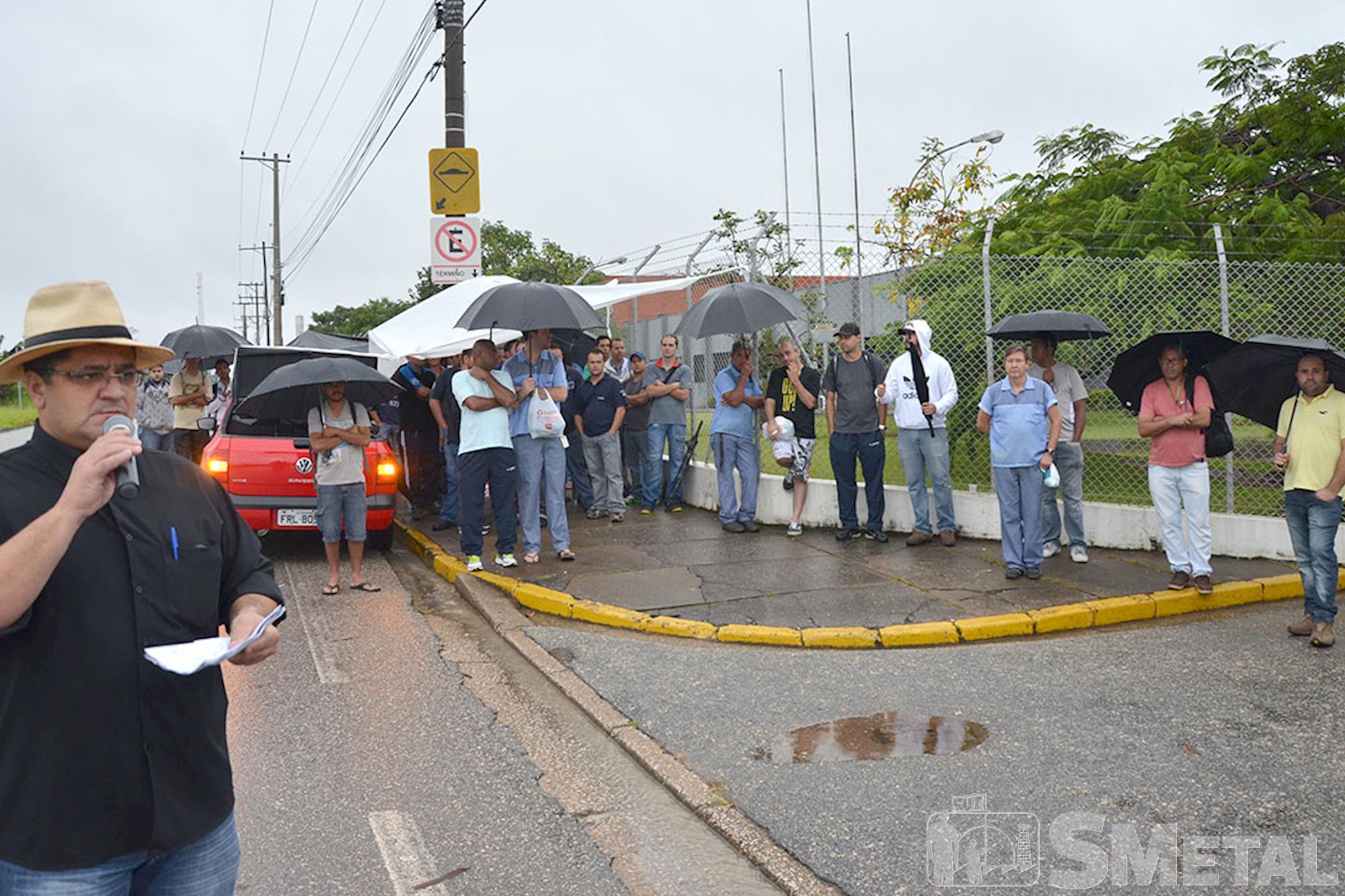 Metalúrgicos da Apex Tool entram em greve por desconto no PPR
