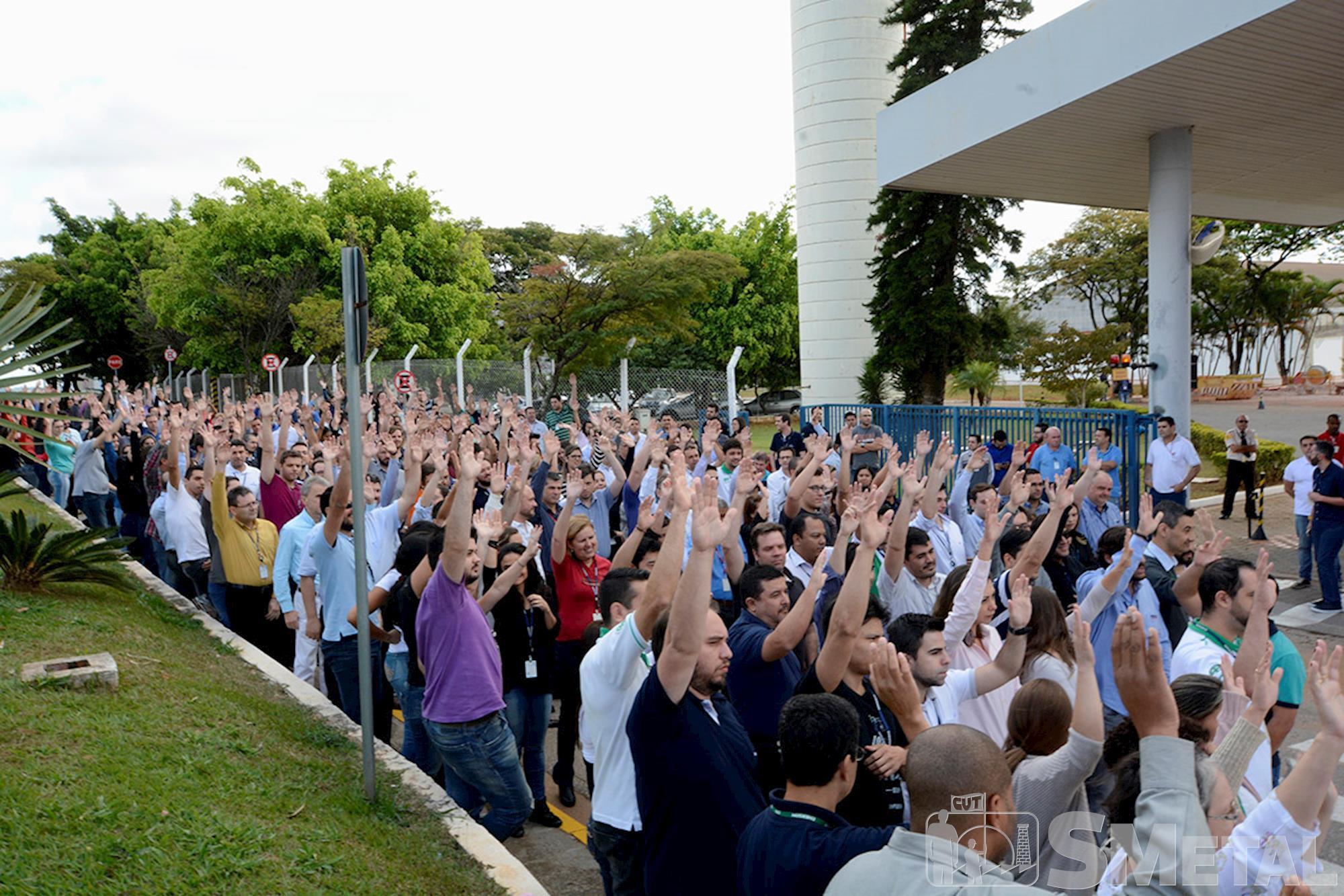 Trabalhadores da Emerson aprovam PPR e banco de horas