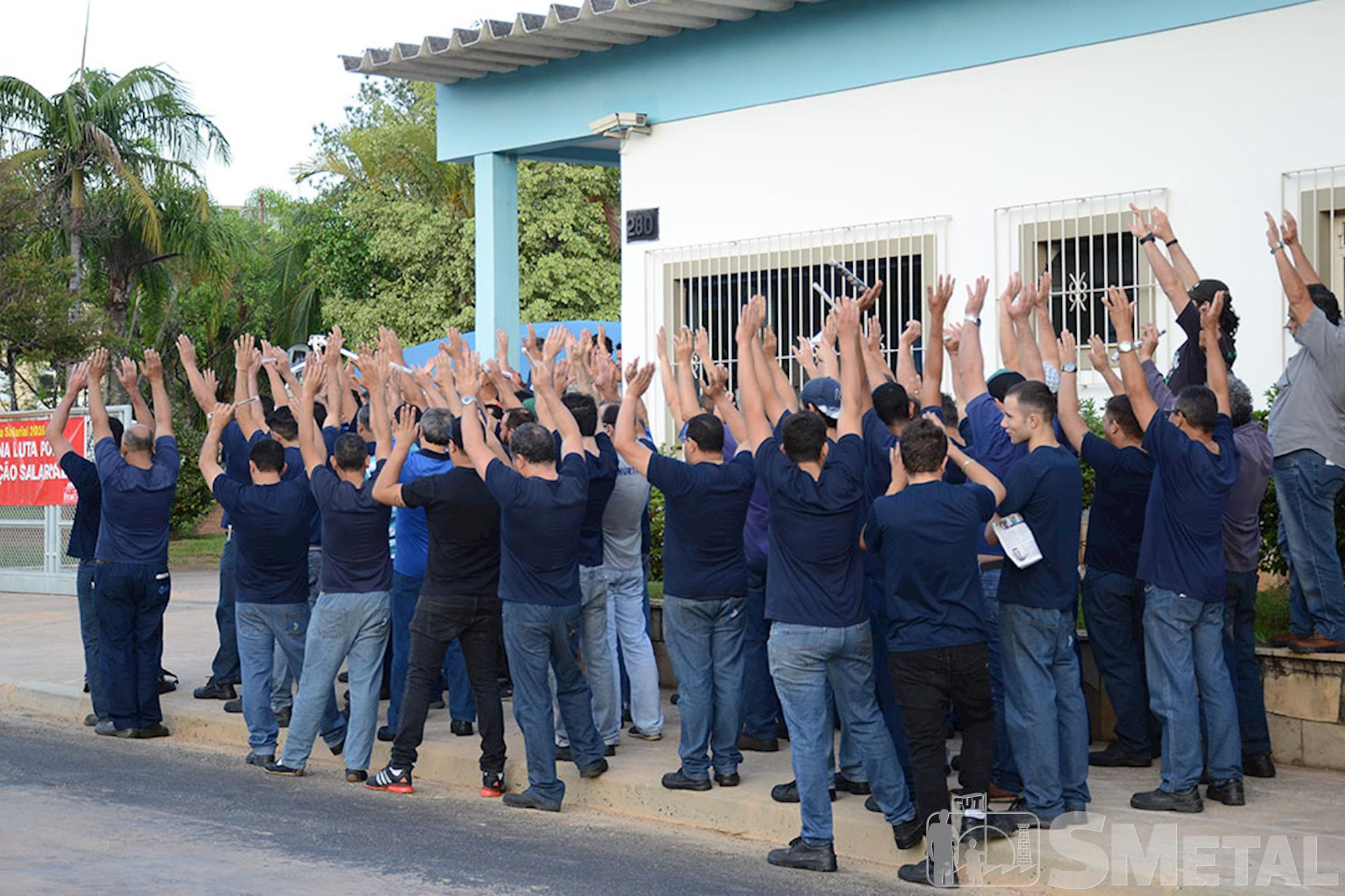 Metalúrgicos da Vossloh e Hurth-Infer protestam por acordo salarial