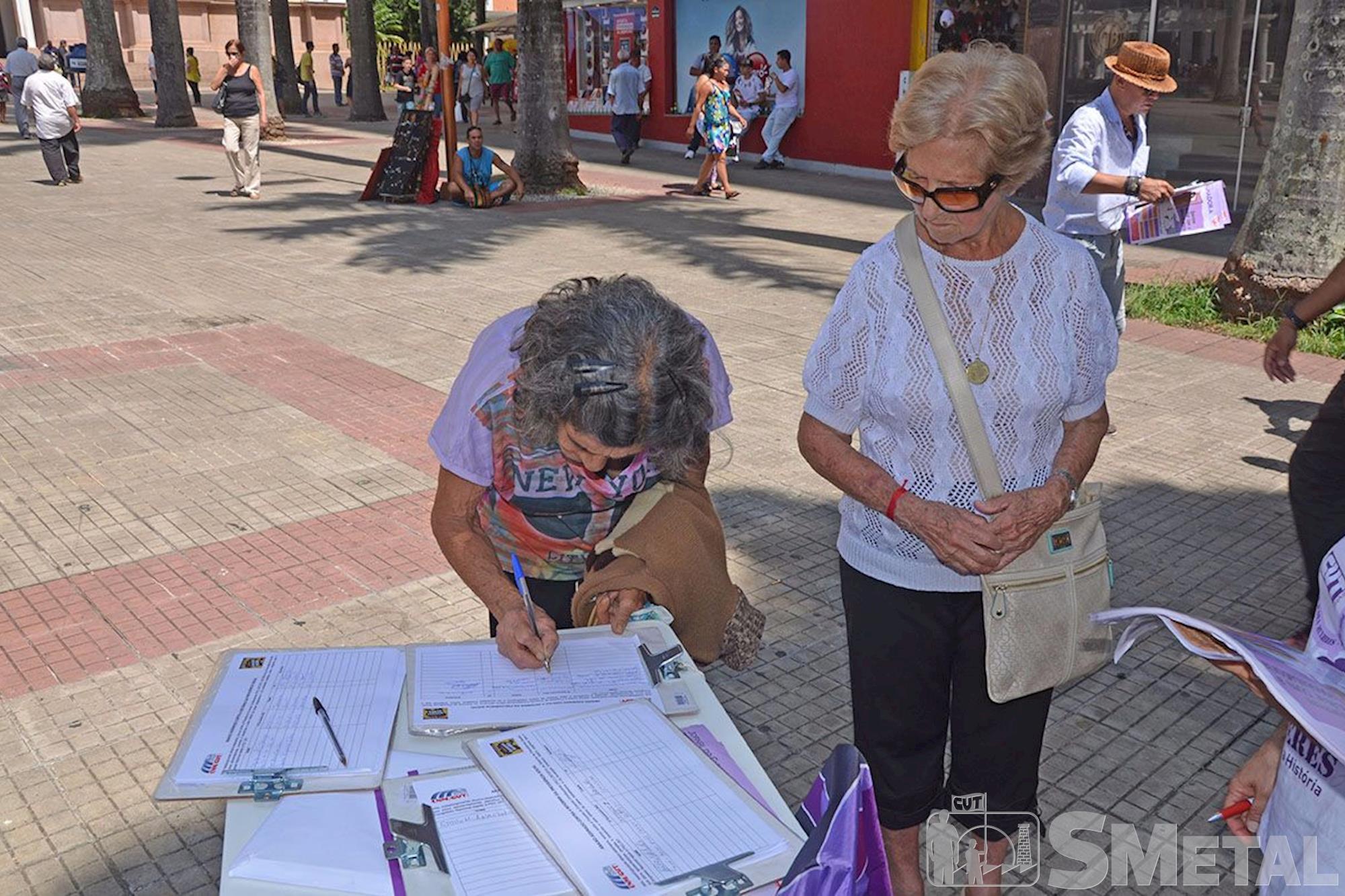 CUT colhe assinaturas em Sorocaba contra a Reforma da Previdência