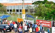 Justiça manda Apex negociar e trabalhadores suspendem greve