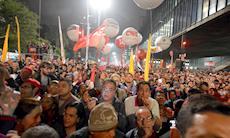 Manifestação na Paulista defende a democracia e direitos