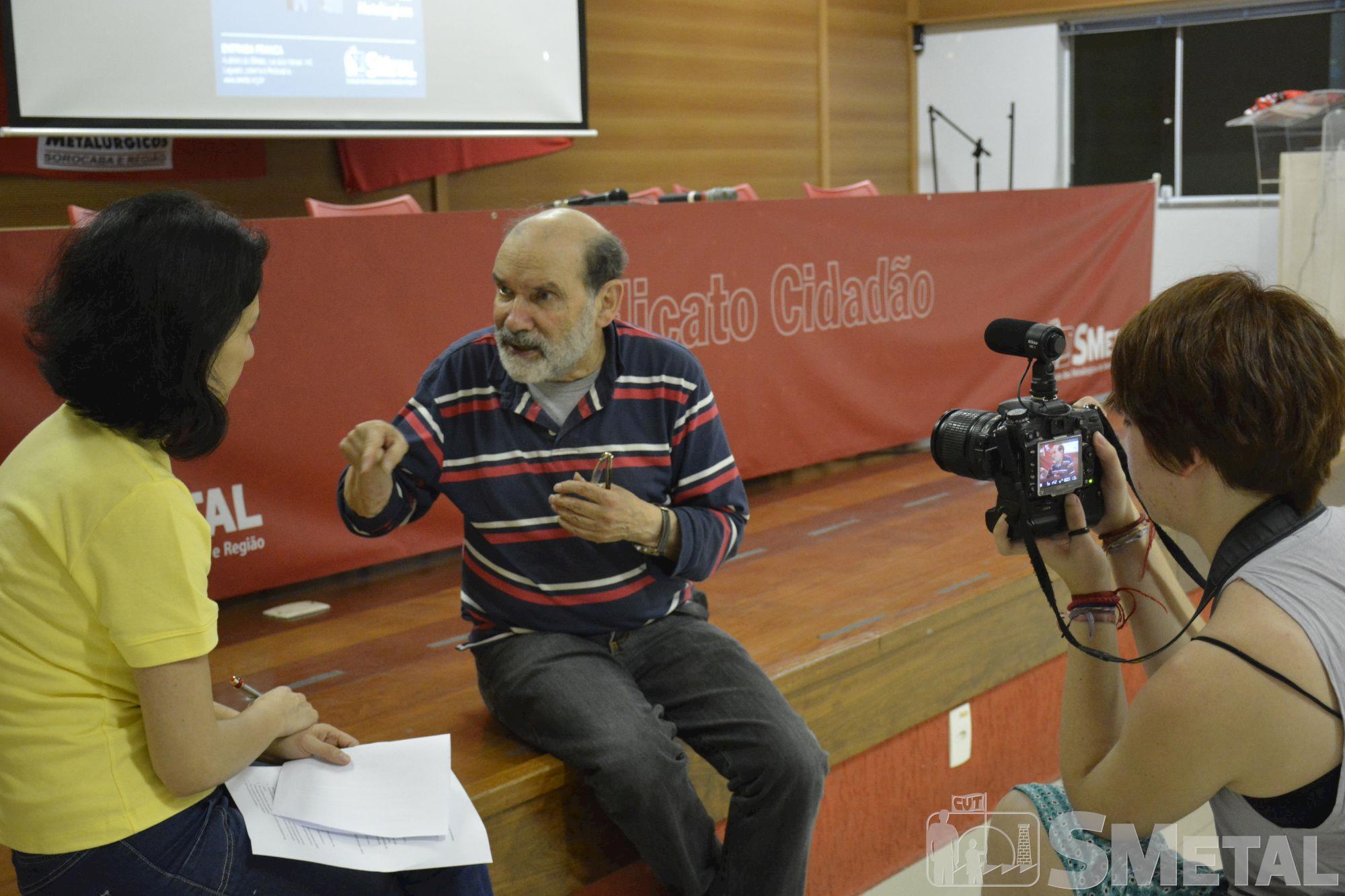 Aproximadamente 200 pessoas,  acompanharam o debate Rumos do Brasil,  realizado na noite do dia 28 de agosto,  na sede do SMetal., Foguinho/Imprensa SMetal, Debate aborda os desafios para a construção de um projeto para o país
