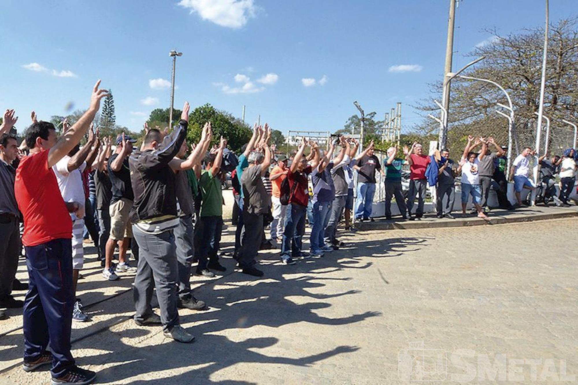 Prysmian, campanha,  salarial,  assembleia, Foguinho e Paulo Rogério / Imprensa SMetal, Metalúrgicos se unem em defesa da Convenção