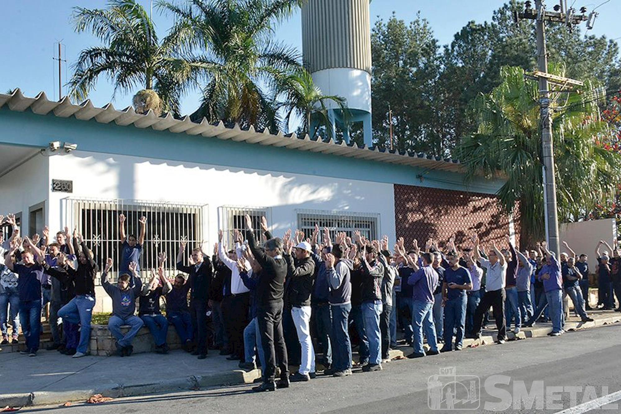 Hurth Infer, campanha,  salarial,  assembleia, Foguinho e Paulo Rogério / Imprensa SMetal, Metalúrgicos se unem em defesa da Convenção