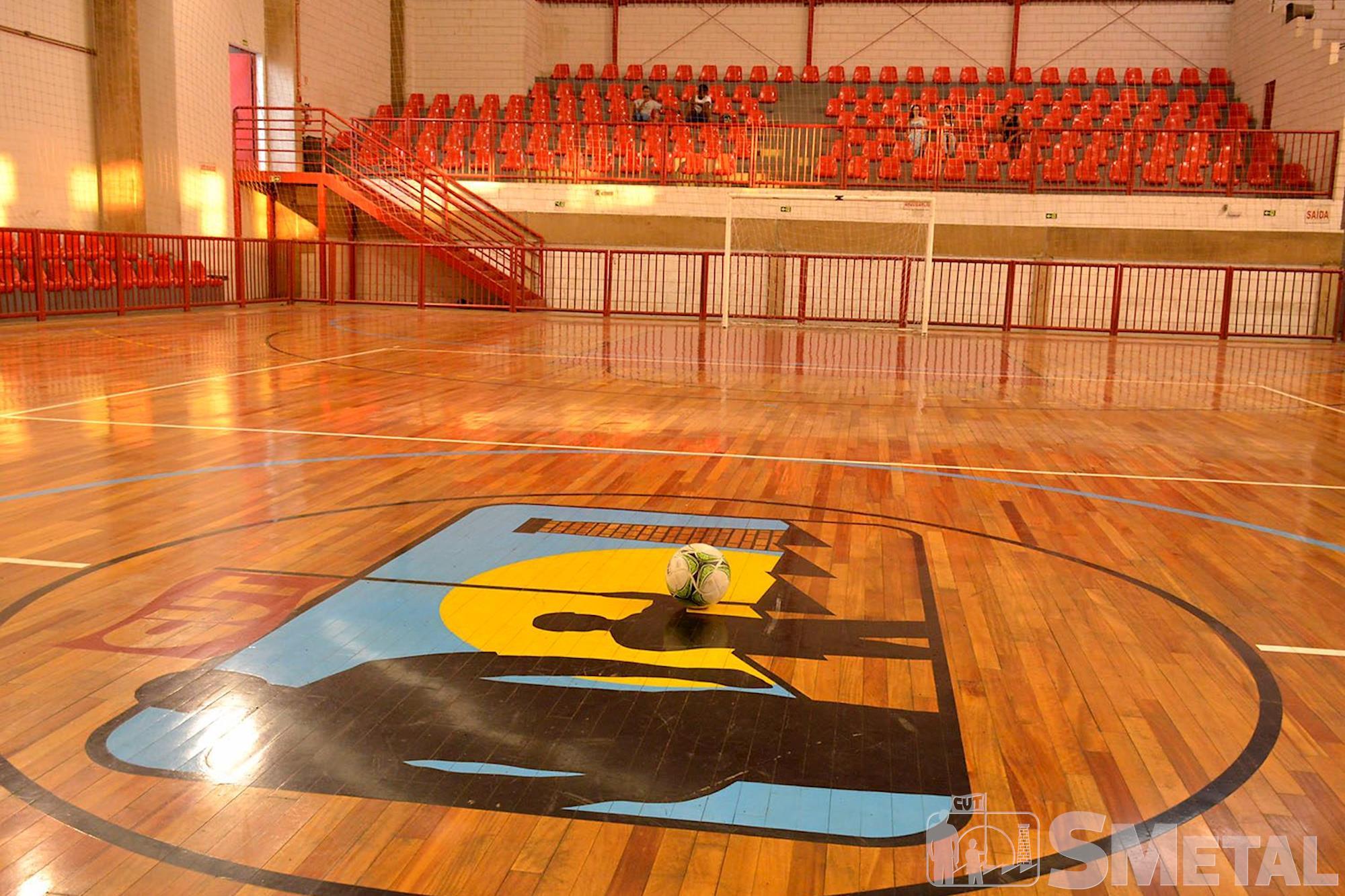 O ginásio pode ser reservado para partidas de futsal,  vôlei,  basquete e outras modalidades esportivas,  praticados com familiares e amigos, Foguinho/Imprensa SMetal