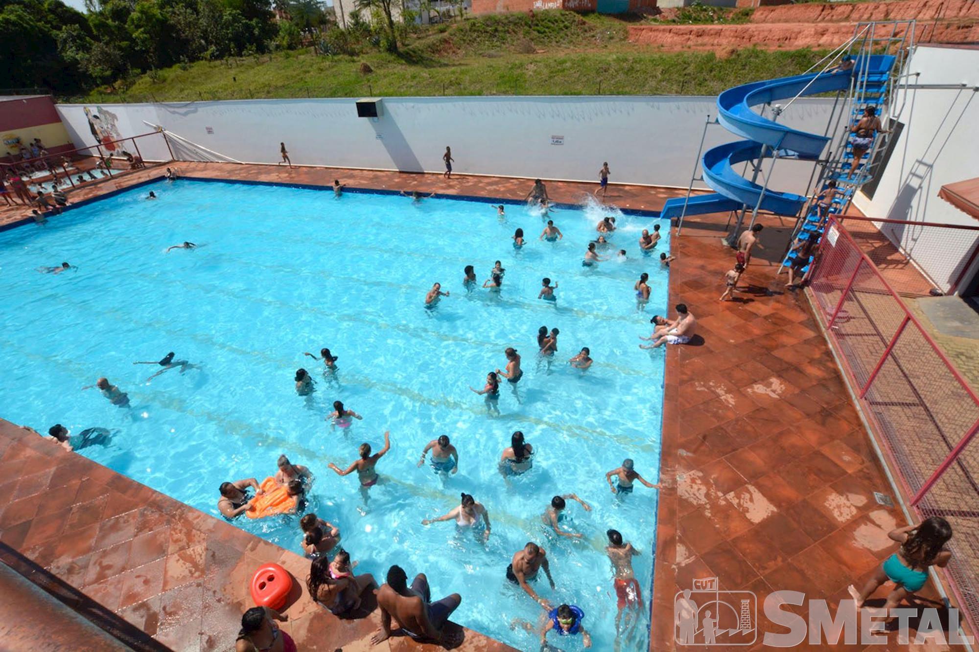 A piscina para adulto possui um toboágua , Foguinho/Imprensa SMetal