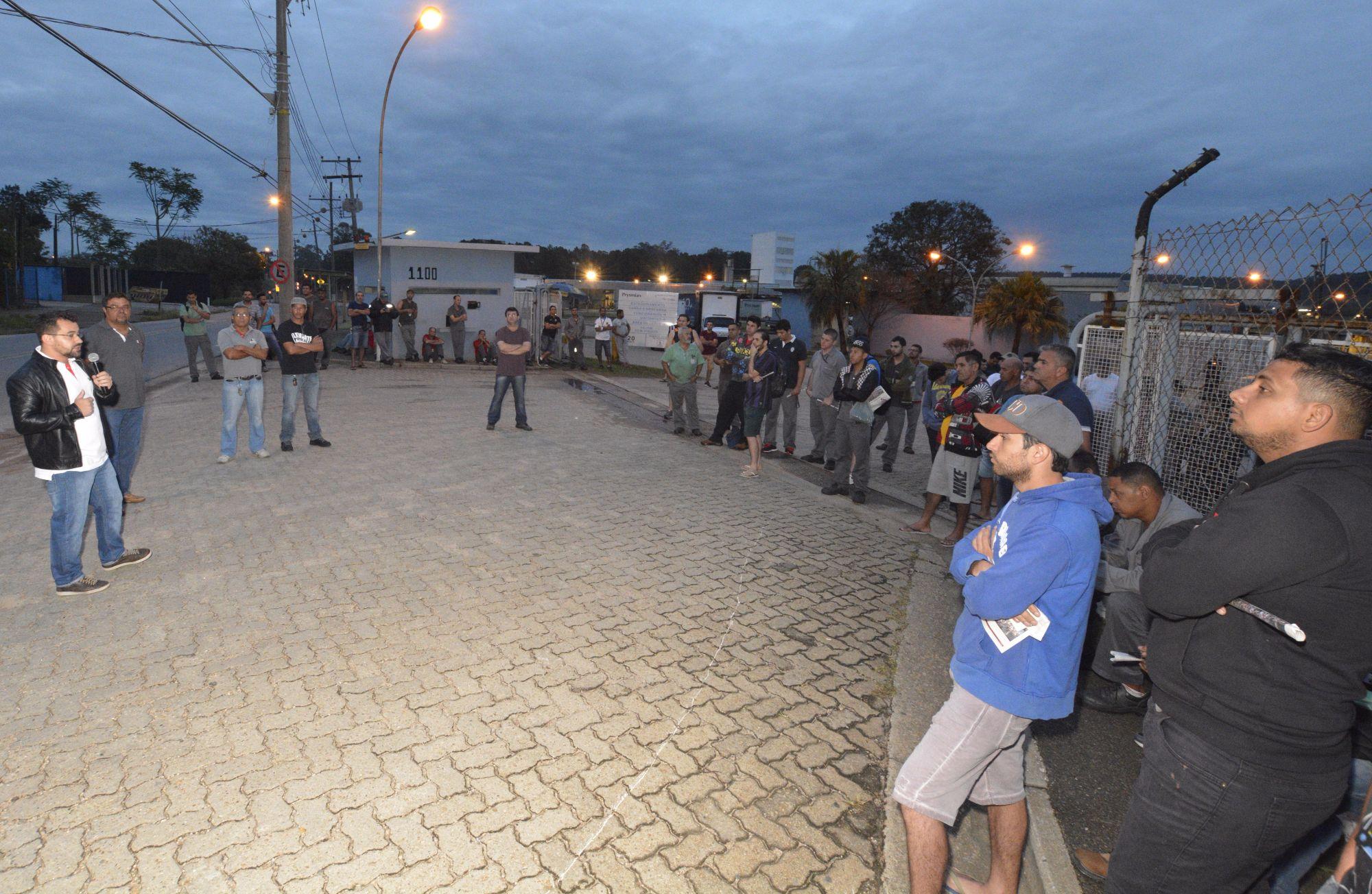 Prysmian deixa trabalhadores a pé após turno de 12 horas