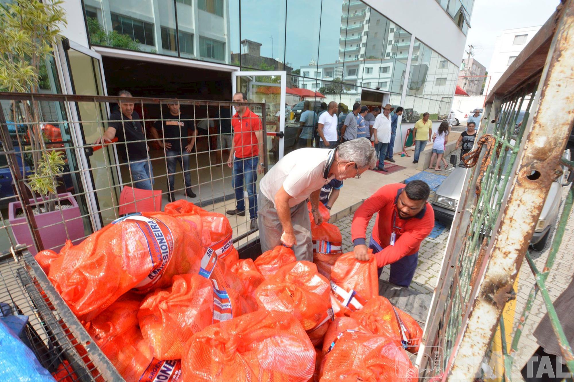natal,  fome,  alimento, Foguinho/Imprensa SMetal, Natal Sem Fome distribui 15 toneladas de alimentos a famílias carentes