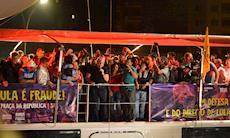 Lula discursa para cerca de 50 mil pessoas na Praça da República