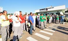 Trabalhadores aprovam calendário de folgas e aumento no vale compras