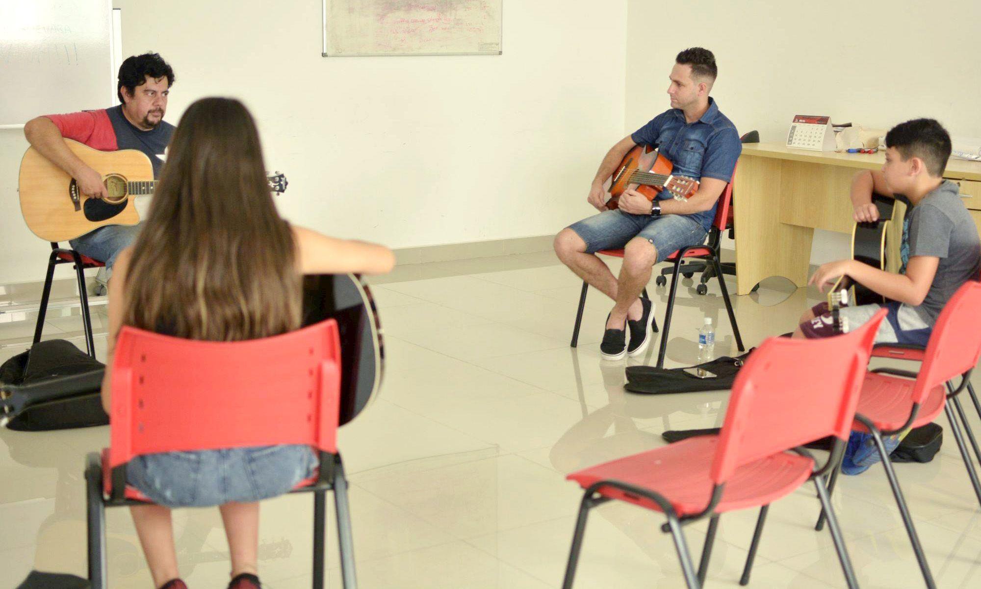 curso, aula, violão, rolando, Foguinho/Imprensa SMetal