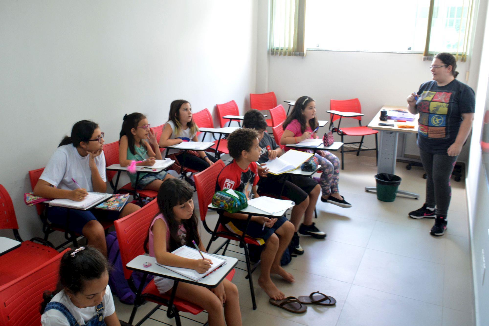 ingles, kids, ariana, flavio, cursos, Foguinho/ Imprensa SMetal