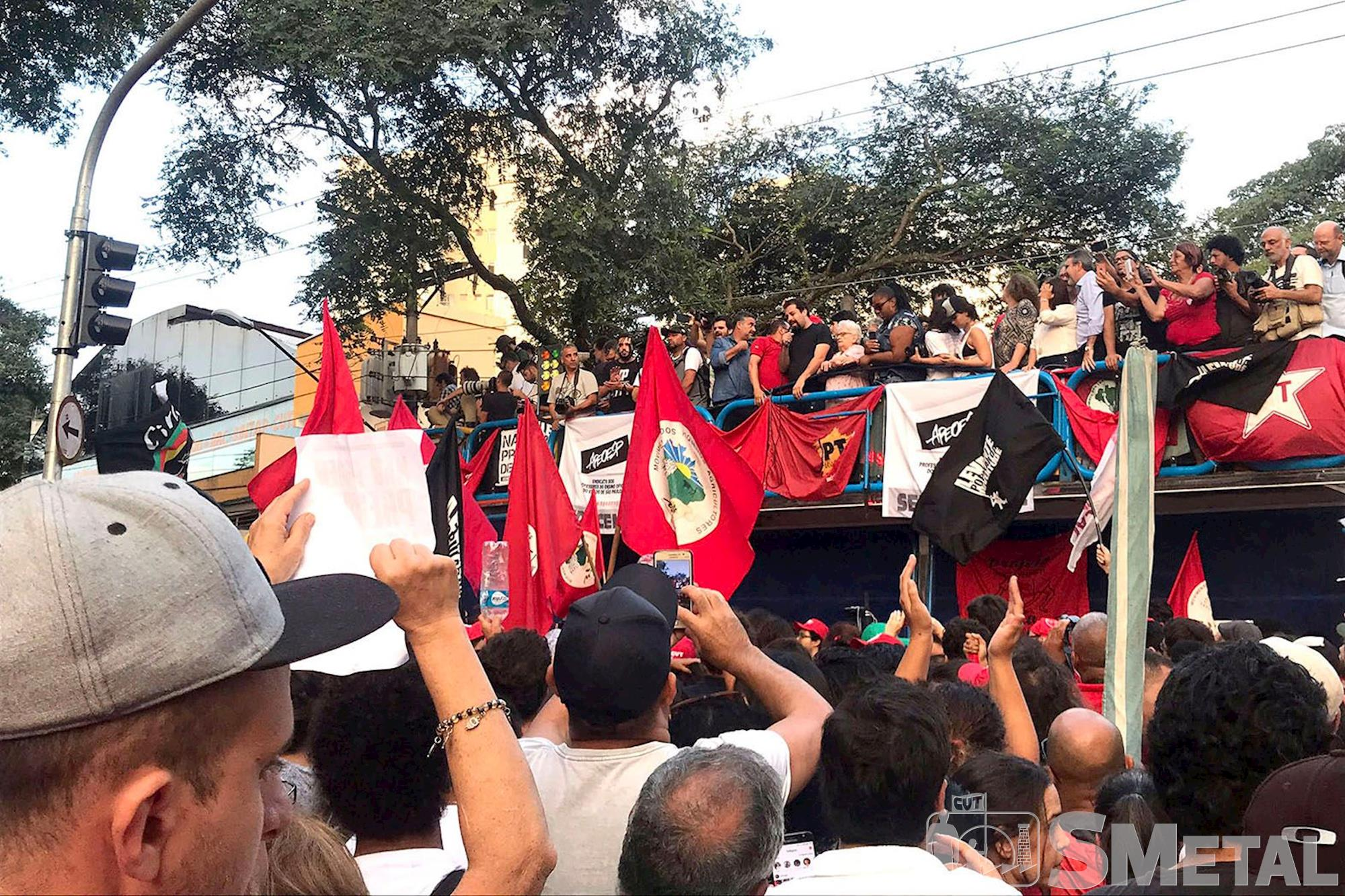 lula; abc,  prisão,  vigília, Foguinho/Imprensa SMetal, Confira fotos do ato em Solidariedade a Lula,  em São Bernardo do Campo