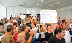 Pressão popular derruba projeto de título de cidadão a Bolsonaro