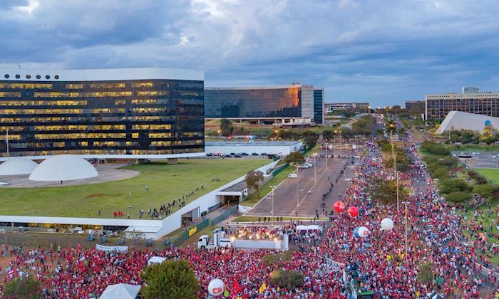 Mais de 50 mil pessoas acompanharam o registro da candidatura de Lula