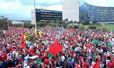 Ato em Brasília marca o registro da candidatura de Lula