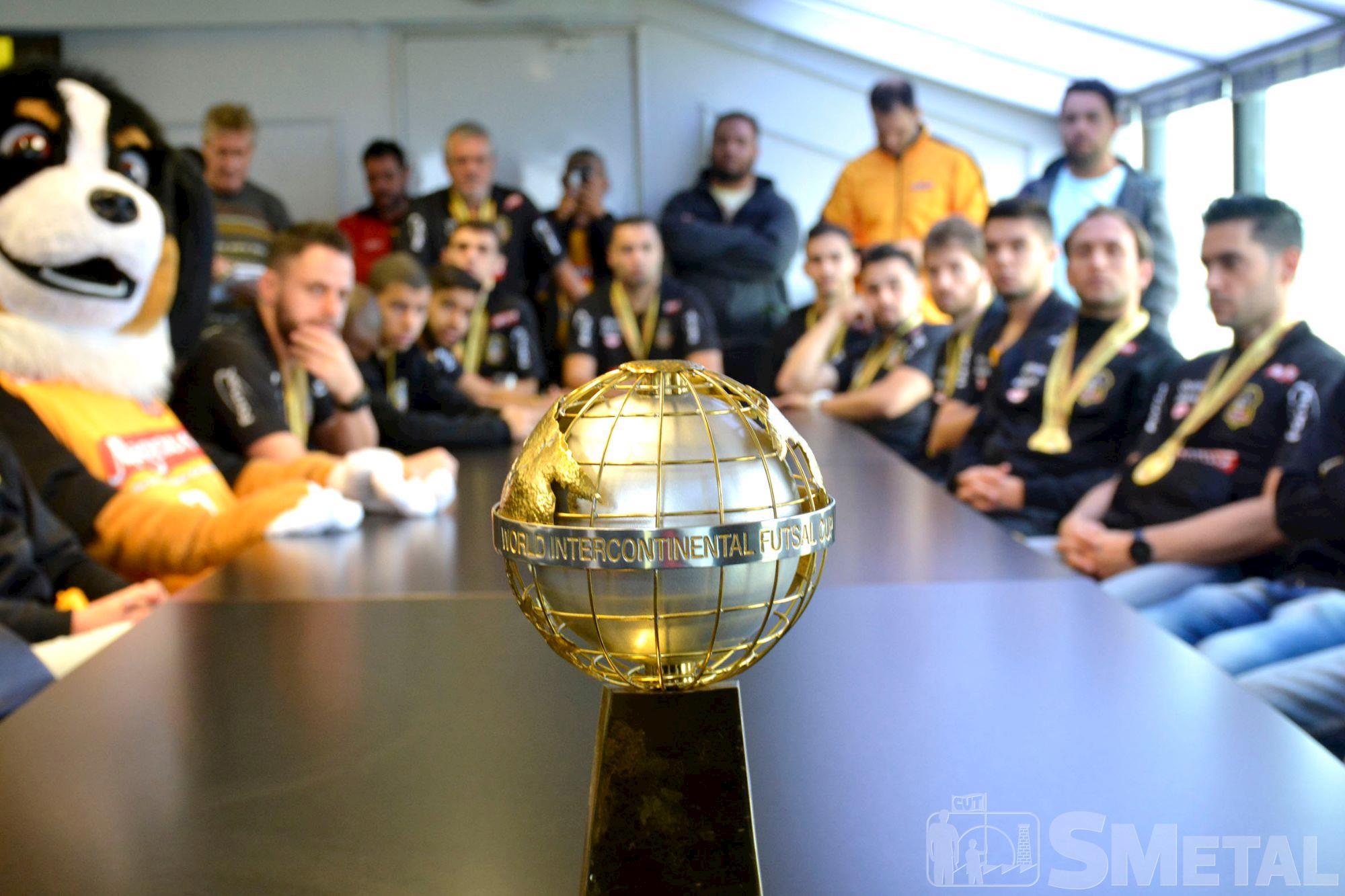 magnus,  futsal,  bicampeão, Foguinho/Imprensa SMetal, Atletas da Magnus Futsal comemoram com desfile o bicampeonato mundial