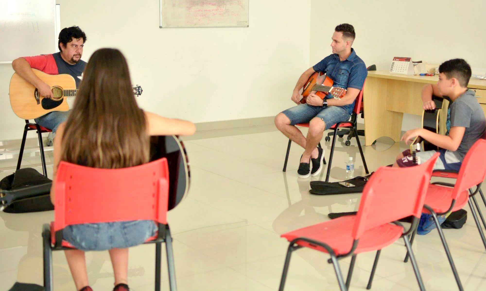 violão, aulas, rolando, smetal, sindicato,, Foguinho/Arquivo Imprensa SMetal
