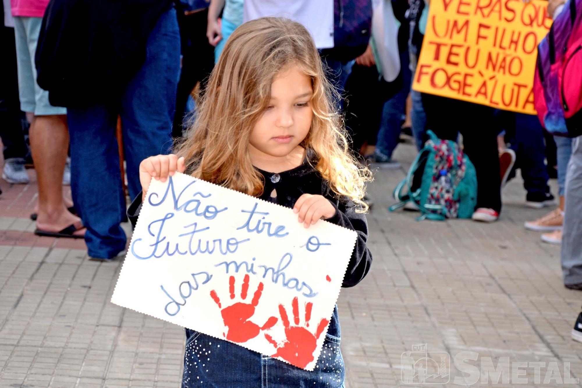 Protesto nesta quarta-feira,  dia 15 de maio,  tomou as ruas de Sorocaba, protesto,  educação,  sorocaba,  previdência,  greve,  professor,  estudante, Foguinho e Daniela Gaspari / Imprensa SMetal, Protesto contra os cortes na Educação em Sorocaba