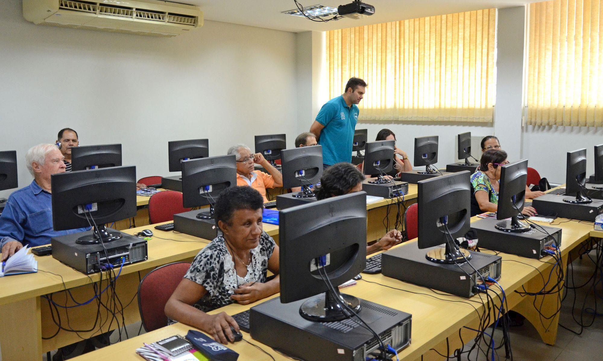curso, internet, informática, smetal, terceira, idoso, , Gabriela Guedes/Arquivo Imprensa SMetal