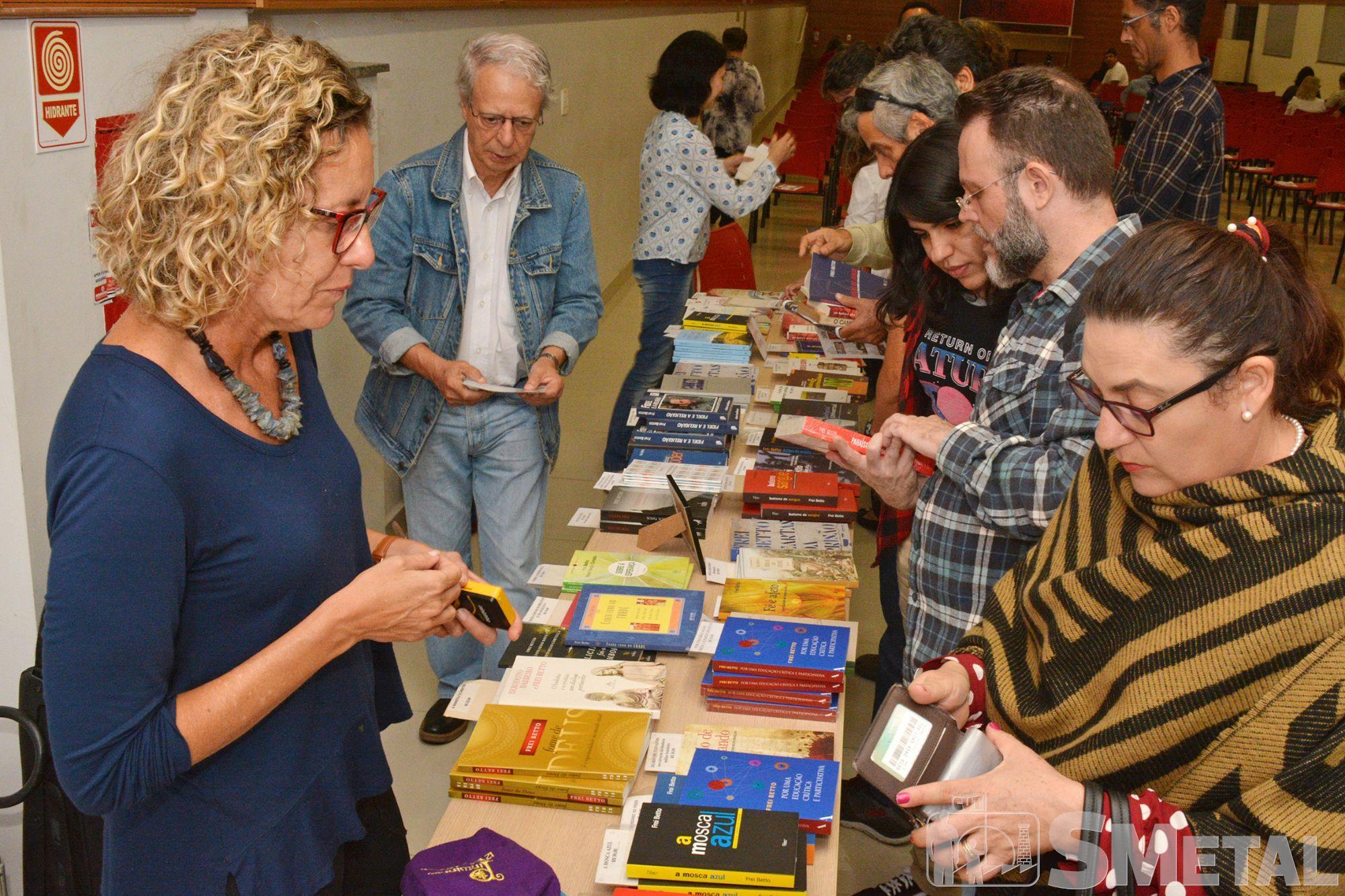 Frei Betto esteve no SMetal para lançar o livro