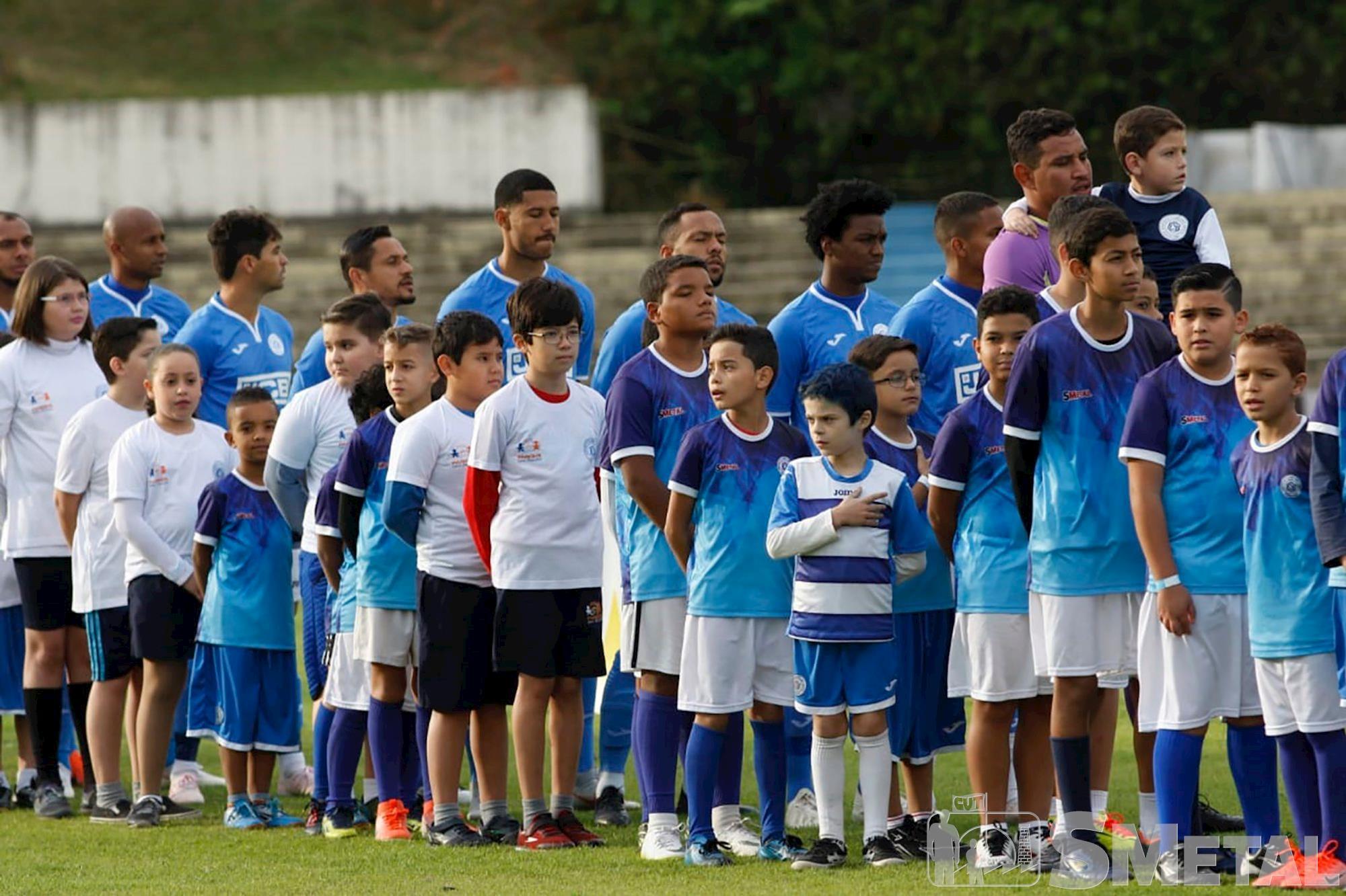 Alunos da Escolinha Oficial do São Bento entram em campo com os jogadores do Azulão, escolinha,  são bento,  azulão,  jogo,  futebol,  , Jesus/Repórter Autônomo, Alunos da Escolinha do São Bento se emocionam ao entrar no campo
