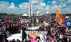 Milhares vão às ruas em defesa da Educação e da Previdência