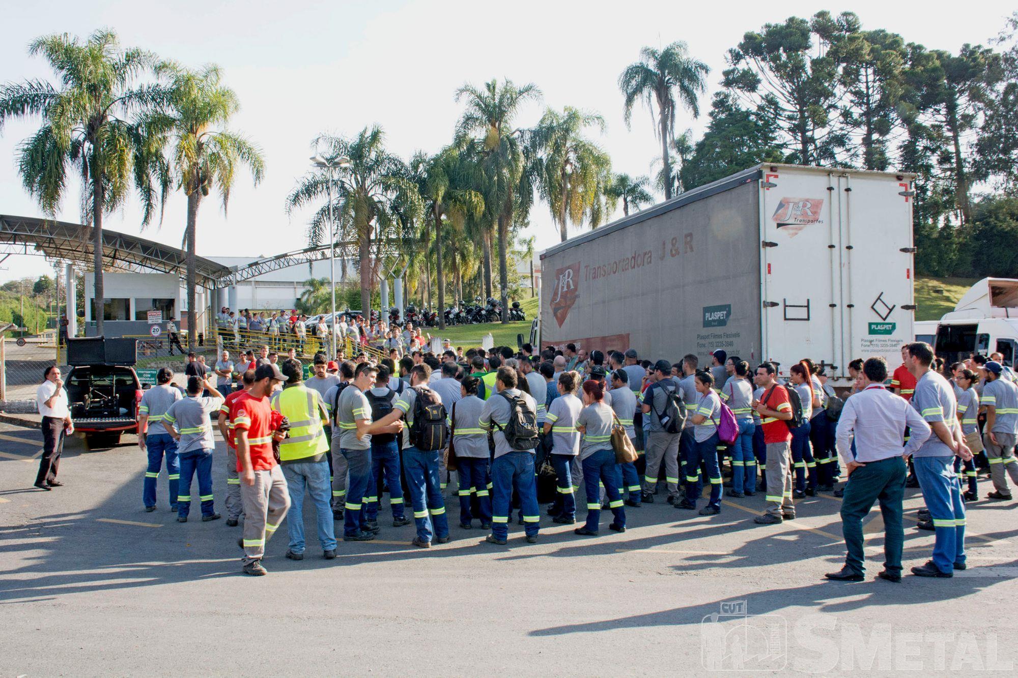 Assembleia na Vesuvius,  em Piedade, assembleia,  campanha,  salarial,  mobilização, Foguinho/Imprensa SMetal, Nossa luta é por aumento real e manutenção de direitos