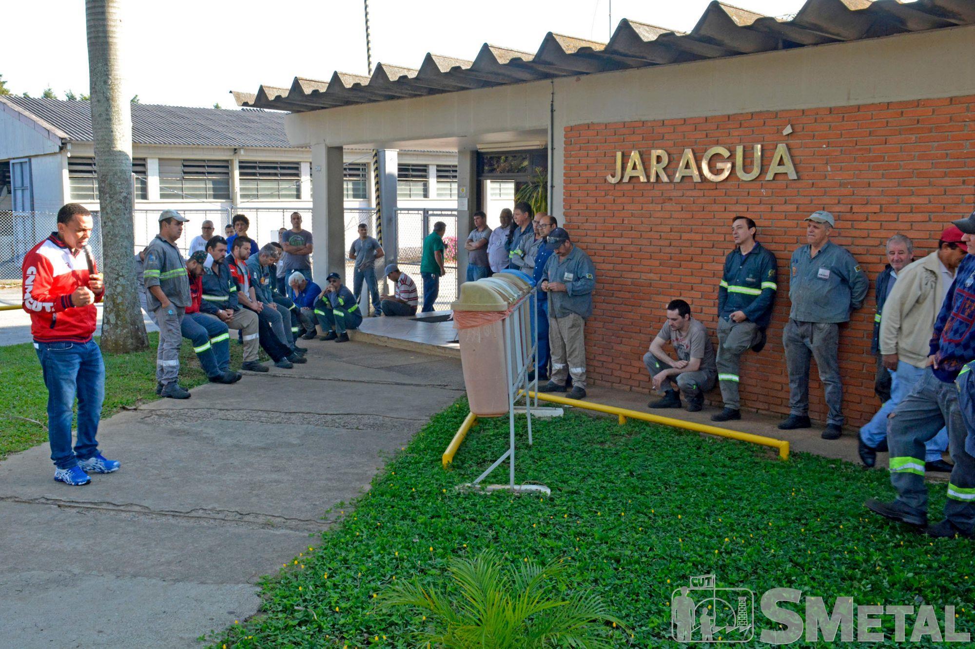 Assembleia na Jaraguá,  em Sorocaba, assembleia,  campanha,  salarial,  mobilização, Foguinho/Imprensa SMetal, Nossa luta é por aumento real e manutenção de direitos