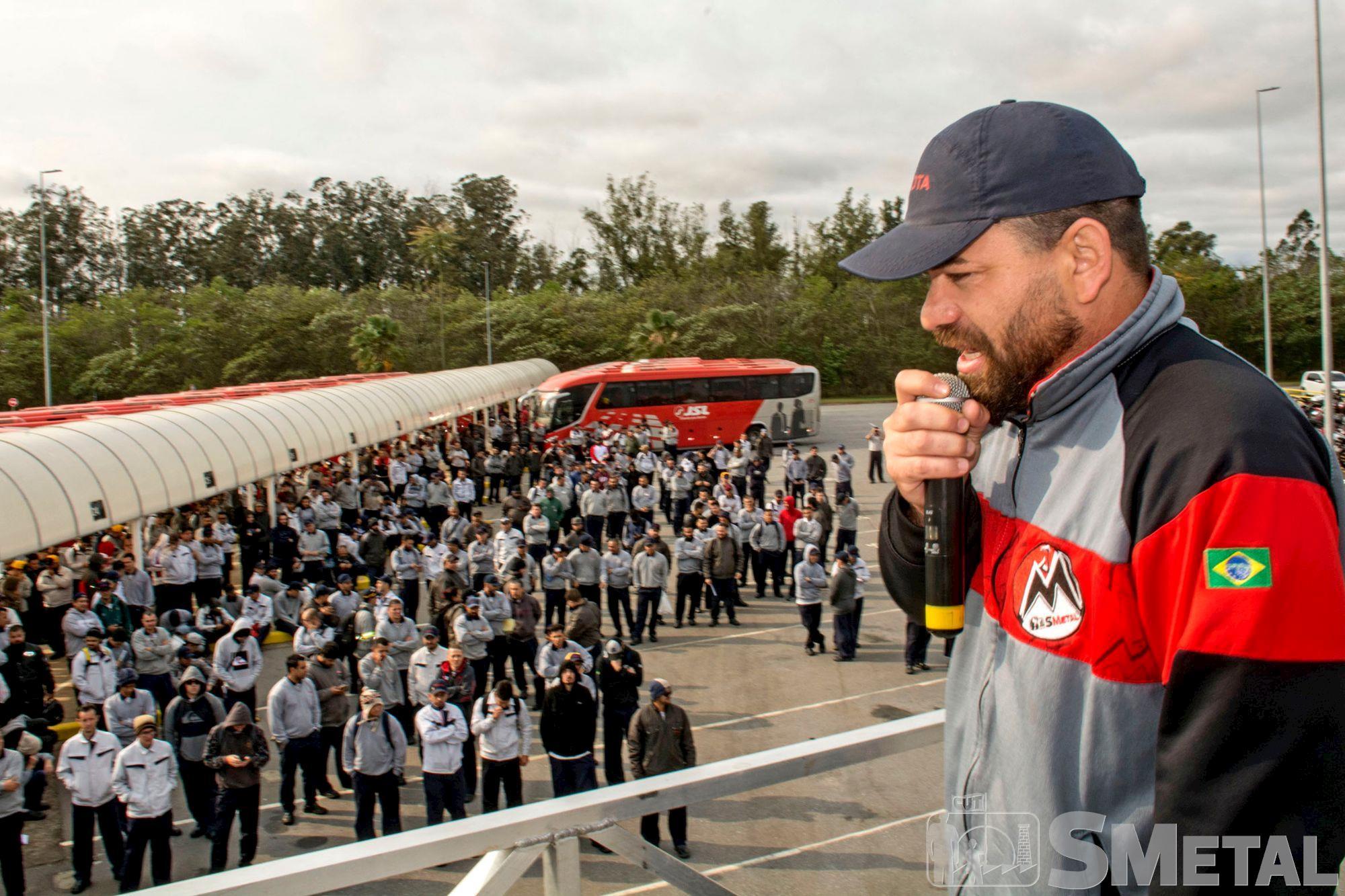 Assembleia na Toyota,  em Sorocaba, assembleia,  campanha,  salarial,  mobilização, Foguinho/Imprensa SMetal, Nossa luta é por aumento real e manutenção de direitos