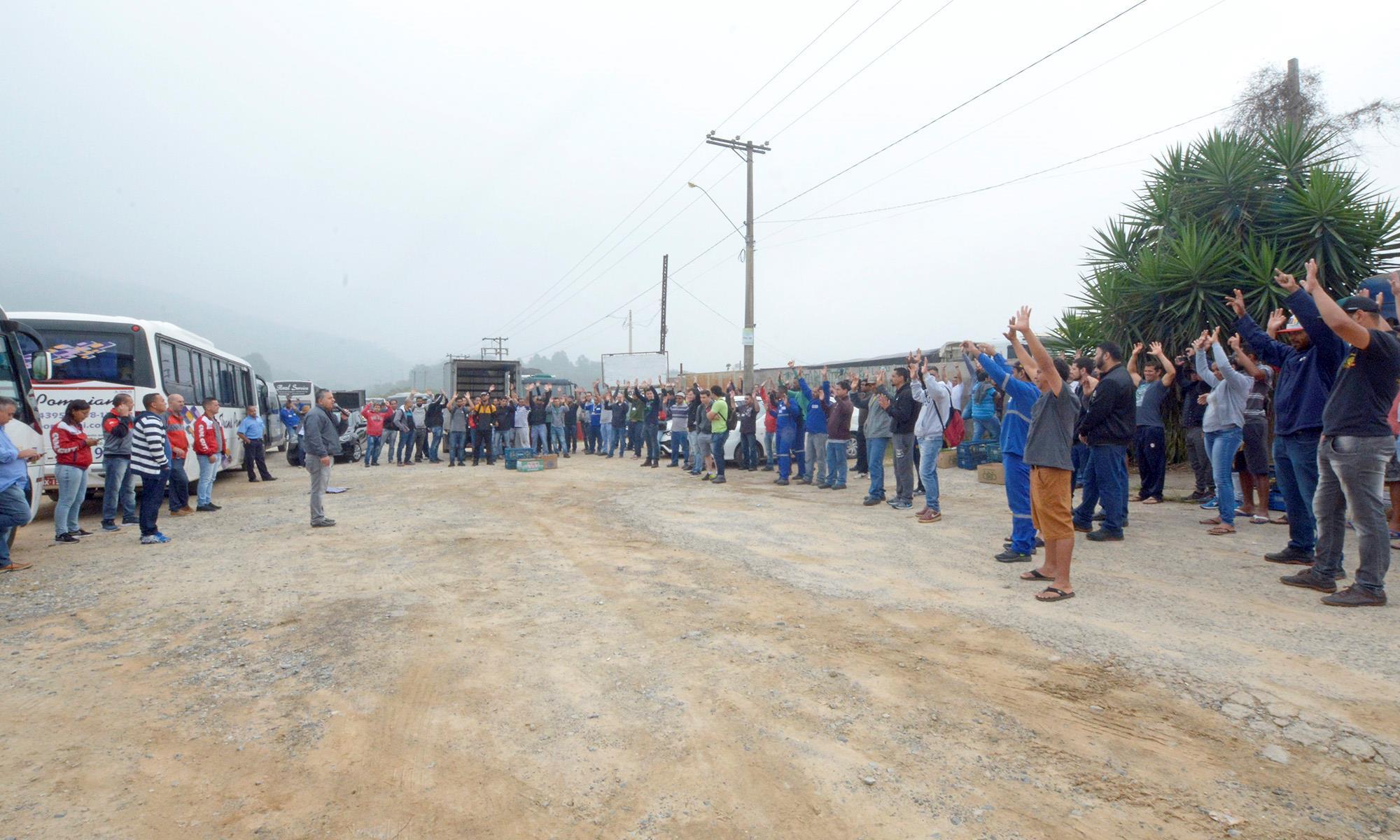 SMetal faz protesto contra falta de proposta no grupo Fundição