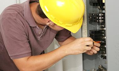 Sindicato conquista novo acordo de periculosidade para eletricistas