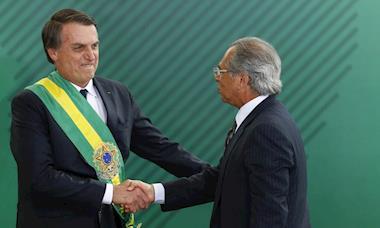 Após pressão, Bolsonaro revoga trecho da MP que suspendia salários