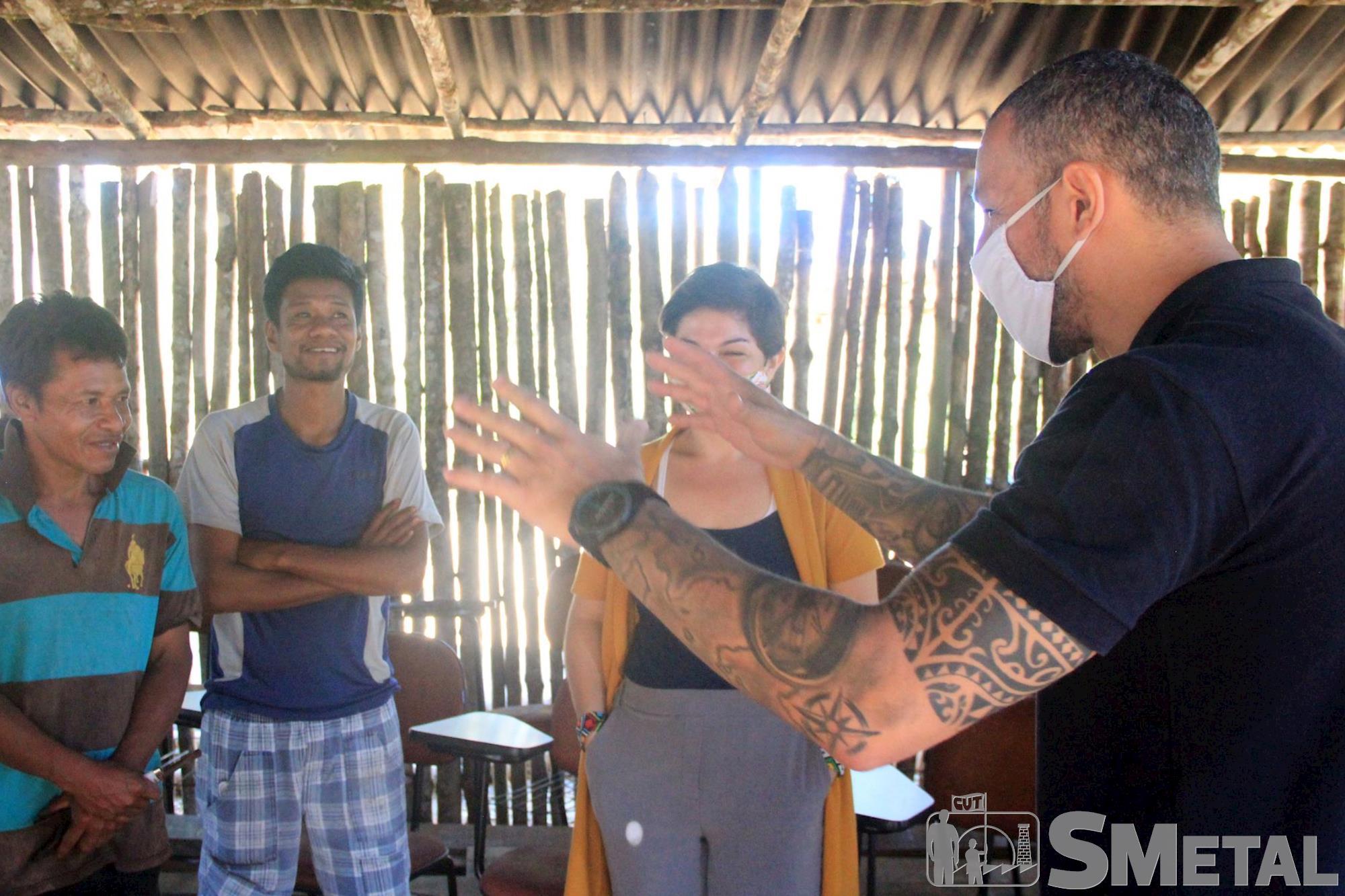 Jônatas Rosa/Imprensa SMetal , Tapiraí: SMetal doa móveis para sala de aula em aldeia indígena