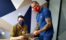 Presidente do SMetal entrega carta compromisso para candidato de Iperó
